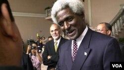El embajador Larry Palmer fue confirmado como embajador para Barbados.