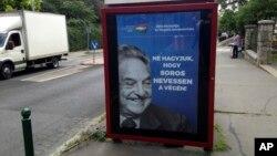 """Кампанія проти Сороса. Гасло на постері: """"99% відкидають незаконну імміграцію. Не дозволимо Соросу сміятись останнім"""", Угорщина, 2017"""