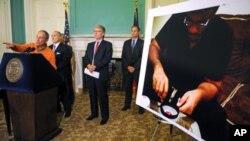 紐約市長彭博星期天在市政聽召開新聞發佈會