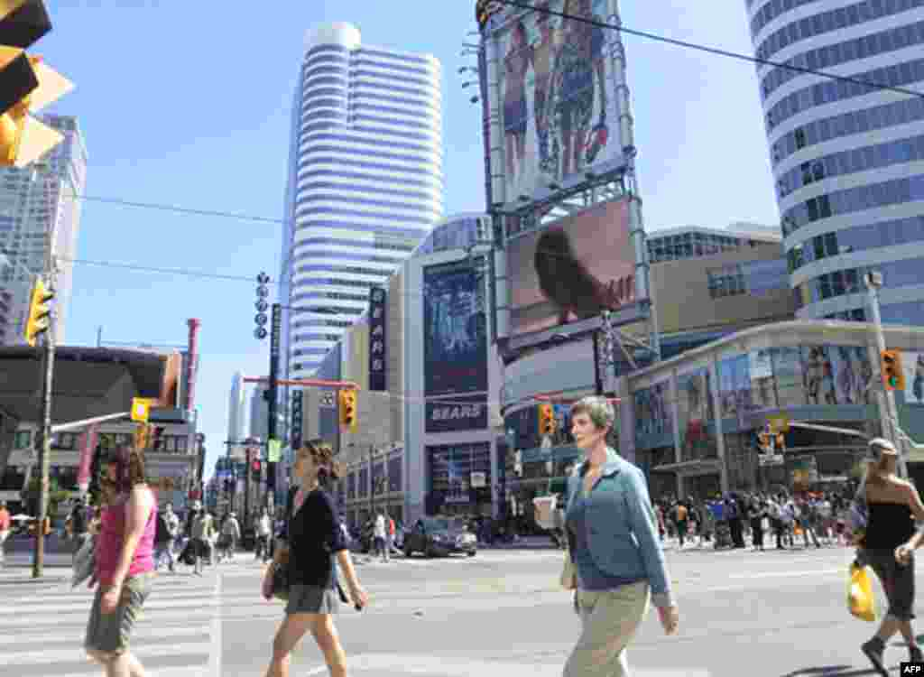 Площадь Дандас в центре Торонто