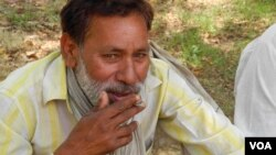 Smoking kills an estimated one million people in India every year. (A. Pasricha/VOA)