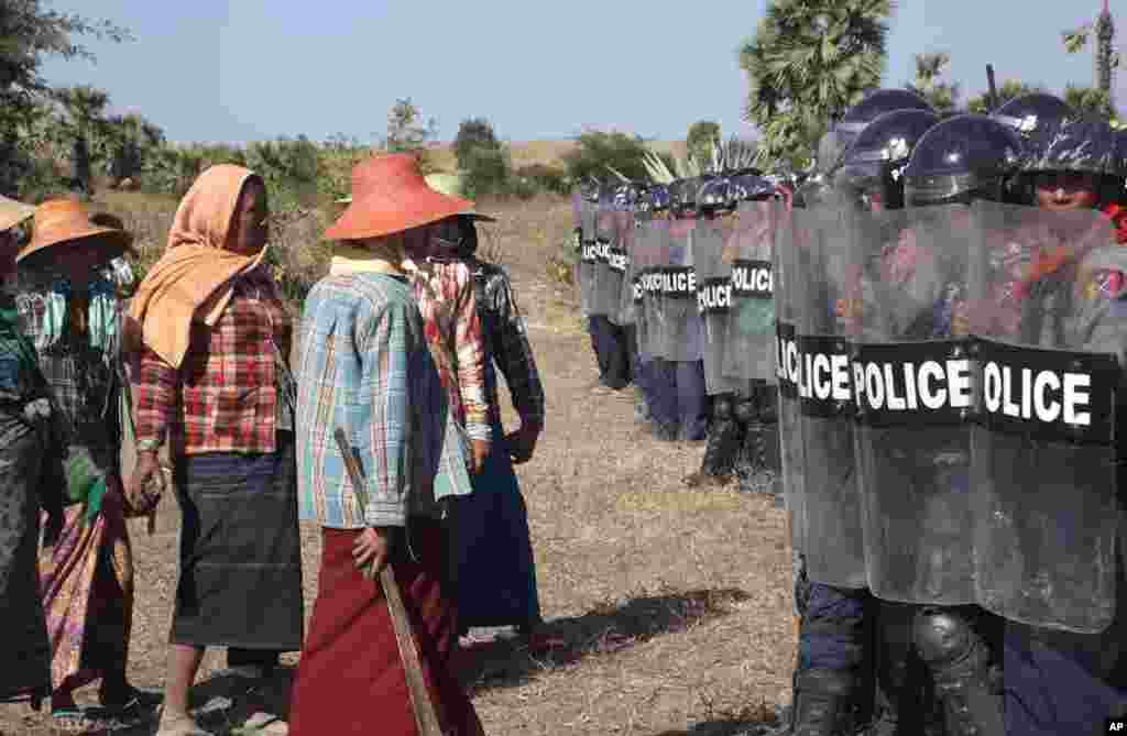 Farmers confront riot police at the site of the Letpadaung copper mine near Monywa in northwestern Myanmar, Dec. 22, 2014.