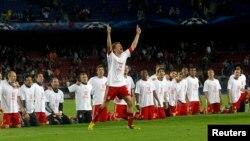 Thomas Mueller của Bayern Munich cùng đồng đội mừng chiến thắng sau khi đánh bại Barcelona trong trận bán kết lượt về trên sân Camp Nou ở Barcelona, ngày 1/5/2013.