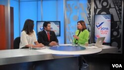 VOA Spanish talks to guests in studio on election night.