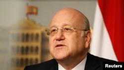 PM Lebanon Najib Mikati dalam konferensi pers di Grand Serail, Beirut (22/3). PM Mikati mengundurkan diri dari jabatannya, Jumat (22/3) menyusul kebuntuan politik akibat pertikaian dengan Hezbollah, kelompok militan Syiah yang mendominasi politik Lebanon dalam beberapa tahun terakhir.