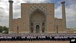 مراسم تشییع جنازه اسلام کریموف در میدان ریگستان سمرقند
