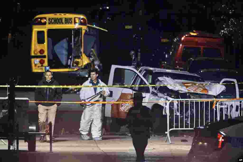 نیویورک بعد از حمله تروریستی سه شنبه/ از غروب سه شنبه تحقیقات در محل وقوع حمله آغاز شد.