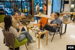罗文嘉的书店开在台北市大安区的一个老社区内。(美国之音记者方正拍摄)