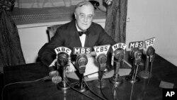 1941年2月27日富蘭克林·羅斯福總統在白宮中發表廣播講話。
