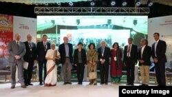فیسٹول کی افتتاحی تقریب کے بعد مہمان مقررین کا گروپ فوٹو