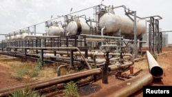 South Sudan government spokesman Michael Makuei says rebels this week attacked and set light to an oil facility in Unity State similar to the structure shown above.
