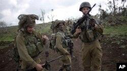 26일 이스라엘 군인들이 시리아 국경 지역엣 훈련 중이다.