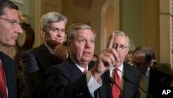Các thượng nghị sĩ Cộng hòa phát biểu trước báo giới trong bối cảnh dự luật bãi bỏ Obamacare của họ chắc chắn đối diện với thất bại trong Điện Capitol, Washington, ngày 26 tháng 9, 2017.