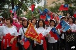 国民党竞选活动中有不少青天白日满地红的国旗