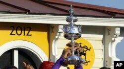Gutiérrez gana el Derby y el Preakness