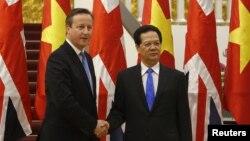 Thủ tướng Anh David Cameron và Thủ tướng Việt Nam Nguyễn Tấn Dũng tại Văn phòng Chính phủ ở Hà Nội, ngày 29/7/2015.