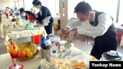 북한 김정일 국방위원장의 생일인 '광명성절'을 기념하는 전국요리기술경연이 11일 평양면옥에서 열렸다고 조선중앙통신이 보도했다.