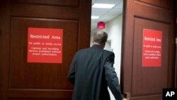 Una investigación encabezada por el fiscal especial Robert Mueller sigue en marcha, al igual que las investigaciones de las comisiones de inteligencia y de asuntos judiciales en el Senado.