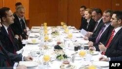 Poljski šef diplomatije, sa saradnicima, tokom susreta sa srpskim ministrom inostranih poslova u Beogradu