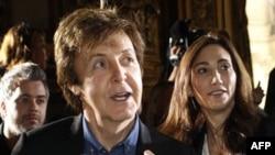 69 yaşındaki eski Beatles üyesi McCartney ve 51 yaşındaki Amerikalı Nancy Shevell, Londra belediyesindeki resmi nikahla evlendi