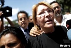 Jaksa Agung Venezuela Luisa Ortega Diaz di depan kantor jaksa di Caracas, Venezuela, 5 Agustus 2017.