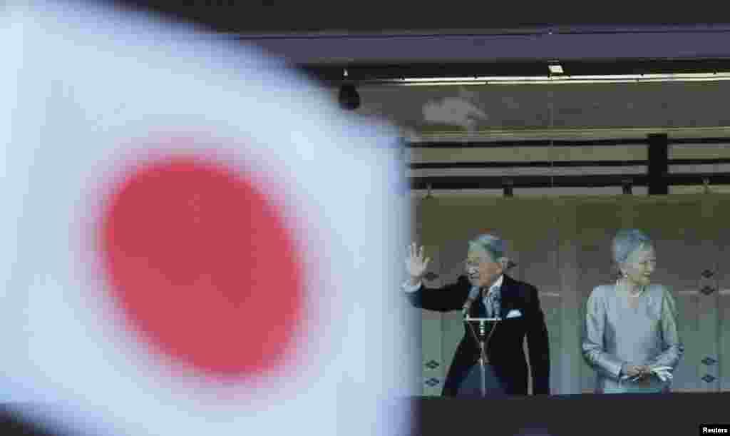 Император Японии Акихито с супругой на церемонии празднования Нового года