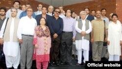 پاکستانی اراکینِ پارلیمان کا بھارت روانگی سے قبل گروپ فوٹو۔
