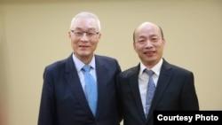 国民党主席吴敦义(左)和高雄市长韩国瑜2019年4月30日会谈前合影(照片来源:中国国民党网站)