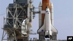 Pesawat ulang alik Endeavour yang akan dipensiunkan, bulan depan akan ditempatkan di Pusat Sains California, Los Angeles (foto: dok).