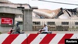 Một công ty Ðài Loan bị hư hại sau các vụ biểu tình bạo động chống Trung Quốc tại tỉnh Bình Dương, ngày 16/5/2014.