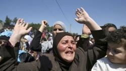 زنان سوری در تظاهراتی علیه بشار الاسد رئیس جمهوری سوریه در نزدیکی مرز لبنان و سوریه ۱۶ مه سال ۲۰۱۱