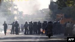 Suasana pasca bentrokan polisi anti huru-hara dan para pengunjuk rasa di Teheran (3/10). Toko-toko di pasar utama ibukota Iran tersebut sebagian besar masih tutup pasca bentrokan akibat protes terkait anloknya mata uang Rial.