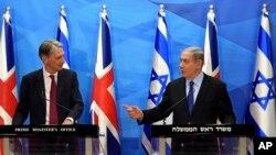 Ngoại trưởng Anh Philip Hammond (trái) trong cuộc họp báo với Thủ tướng Israel Benjamin Netanyahu hôm 16/7.