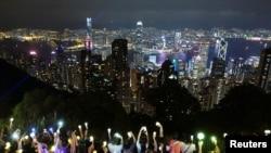 """中秋夜,""""反送中""""抗议者手牵手结成人链,呼吁政治改革。(2019年9月13日)"""