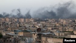 Dim se diže posle nedavnih vazdušnih napada na pobunjeničko uporište al-Sakhur u Alepu