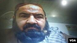 Foto pemimpin Taliban, Mullah Mansur saat melewati pemeriksaan imigrasi di perbatasan Pakistan-Iran- Afghanistan, sekitar 5 jam sebelum tewas akibat serangan pesawat nir awak AS (foto: dok).