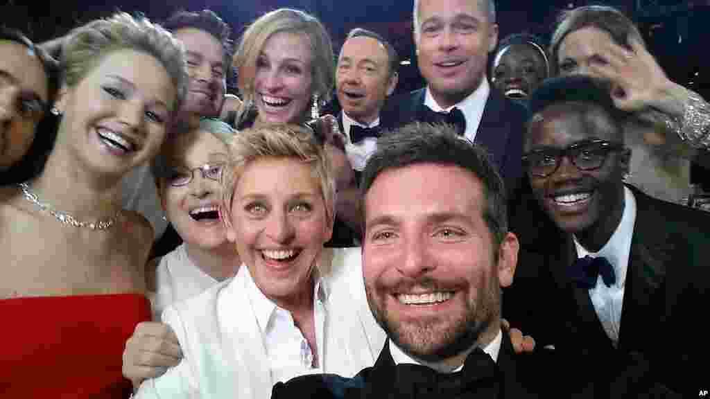 2014年3月2日奥斯卡颁奖典礼群像。前排左起:杰瑞德·莱托,詹妮弗·劳伦斯,梅丽尔·斯特里普,艾伦·德杰尼勒斯,布莱德利·库珀,小彼得尼永奥。 第二排左起 :查宁 - 塔图姆,朱莉娅·罗伯茨,凯文·史派西,布拉德·皮特,露皮塔·尼永奥和安吉丽娜·朱莉。 其中有三人名列福布斯片酬榜女星前十名或者男星前十名。