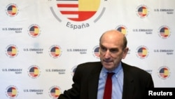El representante de Estados Unidos para asuntos de Venezuela, Elliott Abrams, dijo el jueves 11 de abril de 2019 que había discutido sobre nuevas sanciones contra el gobierno en disputa de Nicolás Maduro durante su visita a países europeos.