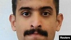 Florida shtatining Pensakola shahrida joylashgan Harbiy-dengiz bazasidagi aviatsiya maktabida ta'lim olgan 21 yashar saudiyalik ofitser Muhammad Alshamraniy uch kishini otib o'ldirdi