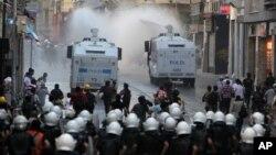 """Türk polisinin gösterilere müdahalede aşırı ve orantısız güç kullanması Avrupa tarafından """"sistemik sorun"""" olarak değerlendiriliyor."""
