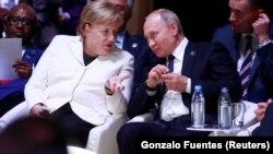 Путин и Меркель (фото 11 ноября 2018 года)