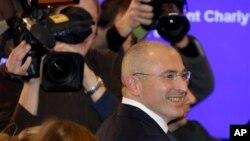 Ông Mikhail Khodorkovsky đến nói chuyện tại buổi họp báo đầu tiên ở Berlin hôm Chủ nhật 22 tháng 12, 2013