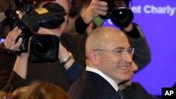 Михаил Ходорковский прибыл на пресс-конференцию. Берлин. Германия. 22 декабря 2013 г.