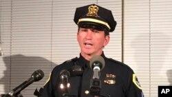 Trung sĩ Paul Parizek thuộc lực lượng cảnh sát Des Moines phát biểu tại một cuộc họp báo, ngày 2/11/2016.