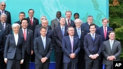 (L-R front row) France's Economy Minister Christine Lagarde, US Treasury Secretary Timothy Geithner, Australia's treasurer Wayne Swan, UK Chancellor of the Exchequer George Osborne, Canada Finance minister Jim Flaherty pose for a group photo at the G20 Fi