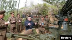 北韓領導人金正恩星期五視察了靠近南韓西部海域延坪島的長在島和茂島防禦隊。