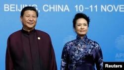 中国领导人习近平和夫人彭丽媛