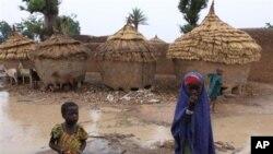 Suasana di desa Yangalma, negara bagian Zamfara, Nigeria Utara (Foto: dok). Puluhan orang bersenjata menyerbu sebuah desa di negara bagian Zamfara, Nigeria Utara ini dan menewaskan sedikitnya 48 orang, Selasa (18/6).