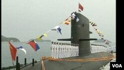 中國海軍一艘常規潛艇正在斯里蘭卡首都科倫坡靠港訪問。(視頻截圖)