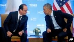지난해 9월 북대서양조약기구 정상회의에 참석차 영국 웨일즈를 방문한 바락 오바마 미국 대통령(오른쪽)과 프랑수아 올랑드 프랑스 대통령이 정상회담을 하고 있다. (자료사진)